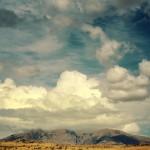 papel-de-parede-ceu-azul-e-montanhas